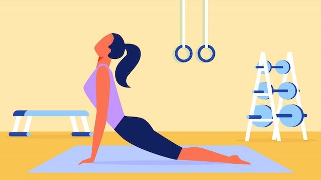 Kobieta W Liliowej Koszulce Stretching Na Gymnastic Mat Premium Wektorów