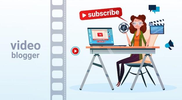 Kobieta Wideo Blogger Online Stream Blogowanie Subskrybuj Pojęcie Premium Wektorów