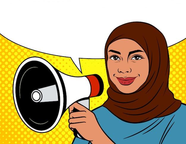 Kolorowa Ilustracja W Stylu Pop-art. Arabka W Chustce Z Głośnikiem. Muzułmanka Na Kropkowanym Tle Z Megafonem, Z Kobietą I Mowa Gulgoczemy Premium Wektorów