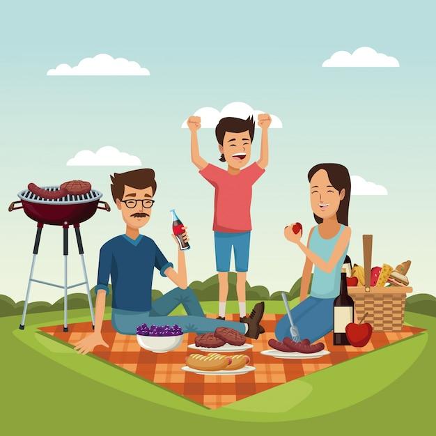 Kosz Piknikowy Z Jedzeniem I Napojami Z Rodziną W Trawie Premium Wektorów