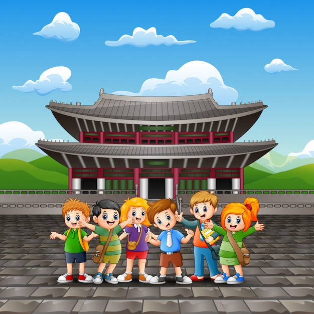 Kreskówka Szczęśliwe Dzieci Studiują Wycieczkę W Pałacu Changdeokgung Premium Wektorów