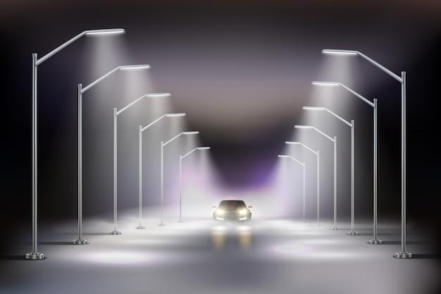 Latarnie Uliczne Realistyczne W Mgła Składzie Z Samochodem W świetle Nocy Latarni Ulicznych Ilustracyjnych Darmowych Wektorów