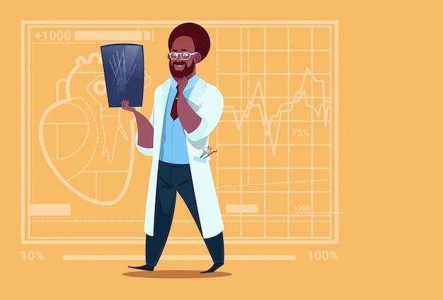Lekarz Afroamerykański Badający Xray Medical Clinic Worker Hospital Surgery Premium Wektorów