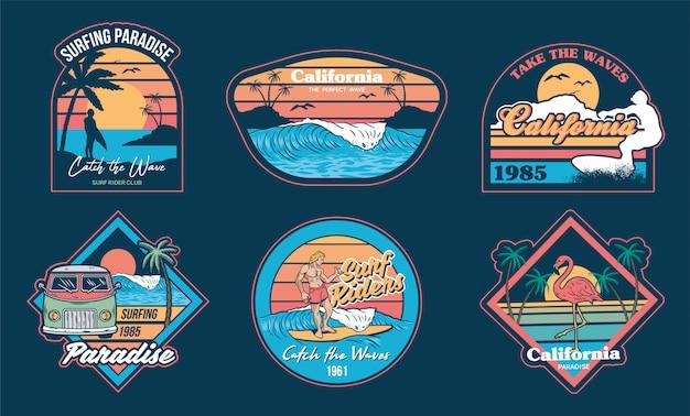 Letnie Wakacje W Kalifornii, Z Zestawem Emblematów Fal, Surferów, Palm I Modnych Fraz Premium Wektorów