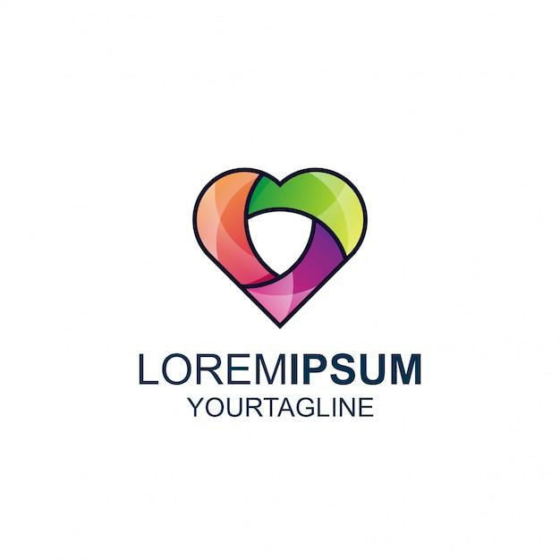 Linia love shield i niesamowite logo inspirujące kolorami Premium Wektorów