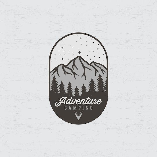 Logo przygody z ilustracjami gór i lasów Premium Wektorów