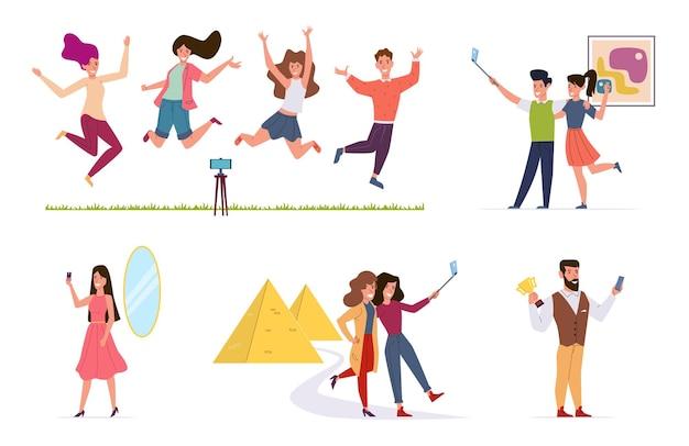 Ludzie Robią Selfie. Mężczyźni I Kobiety Robią Zdjęcia Aparatem Smartfona, Przyjaciele Za Pomocą Kija Selfie. Zestaw Urlopowy Wektor Znaków Premium Wektorów