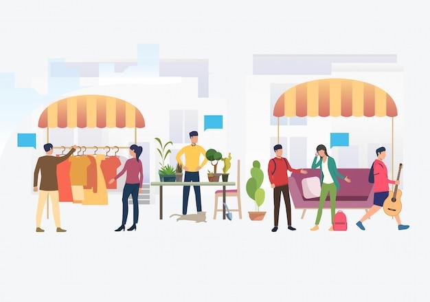 Ludzie Robiący Zakupy I Sprzedający Ubrania I Rośliny Na Zewnątrz Darmowych Wektorów