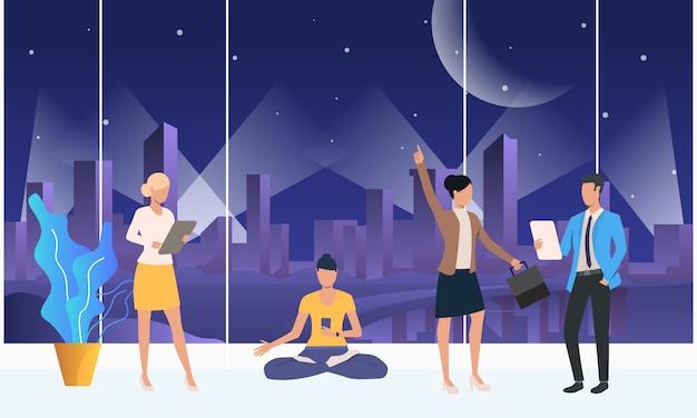 Ludzie rozmawiają, używają gadżetów i medytują w przestrzeni coworkingowej Darmowych Wektorów