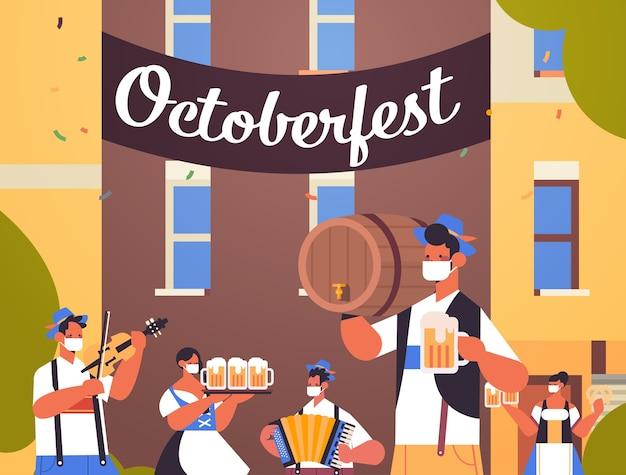 Ludzie Trzymający Kufle Do Piwa I Grający Na Instrumentach Muzycznych Oktoberfest Party Premium Wektorów