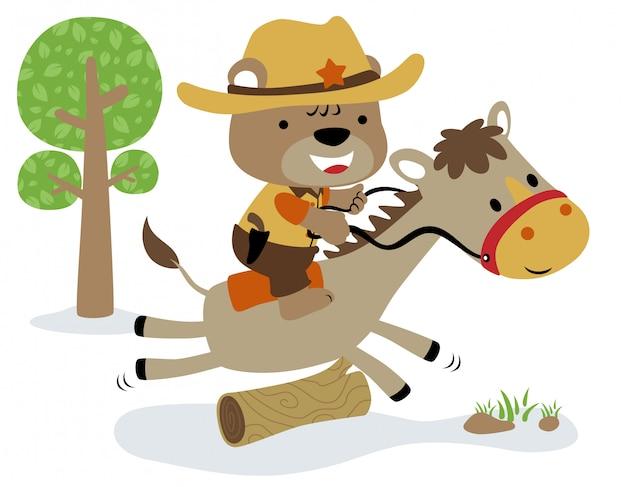 Mały Niedźwiedź Kreskówka Zabawna Jazda Szeryfem Na Koniu Premium Wektorów