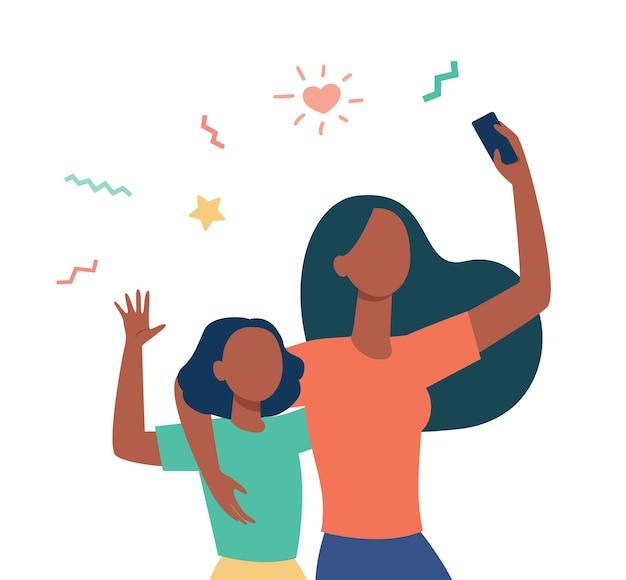 Mama I Córeczka Razem Biorąc Selfie. Używanie Smartfona Do Połączenia Wideo, Machając Płaską Ilustracją Przywitania Darmowych Wektorów