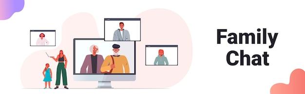 Mama I Córka Na Wirtualnym Spotkaniu Z Członkami Rodziny W Przeglądarce Internetowej Premium Wektorów