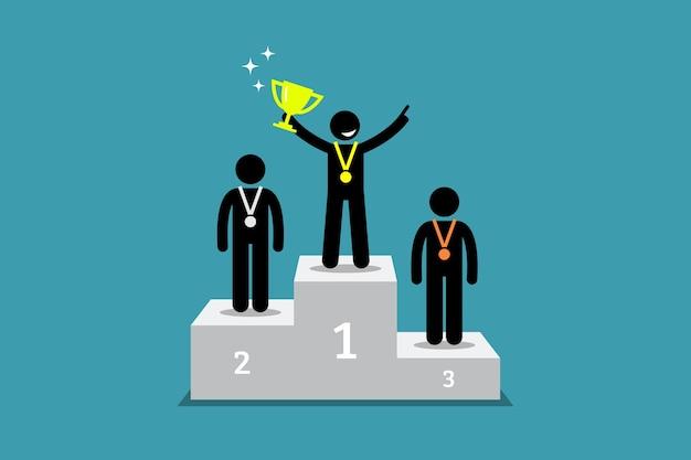 Mistrz Stojący Na Podium Z Pierwszym I Drugim Wicemistrzem. Premium Wektorów