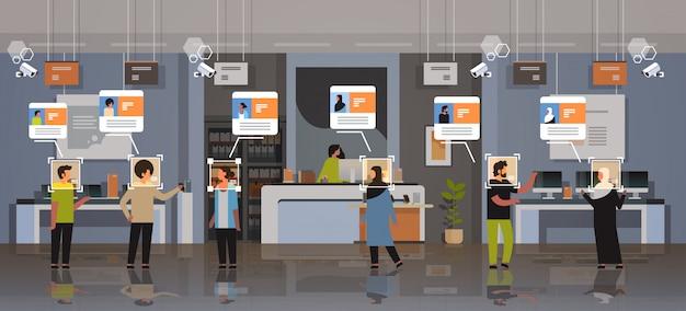 Mix Rasy Klienci Wybierają Identyfikację Urządzeń Cyfrowych Rozpoznawanie Twarzy Nowoczesny Sklep Elektroniczny Sklep Wnętrze Kamery Bezpieczeństwa System Nadzoru Cctv Premium Wektorów
