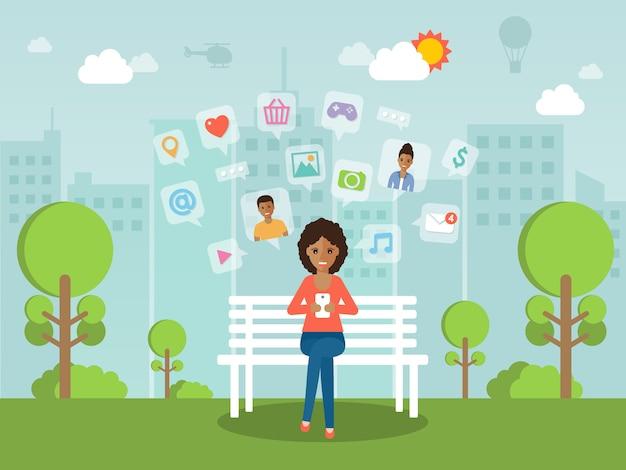 Młoda kobieta na czacie online na sieci społecznej z smartphone. Premium Wektorów
