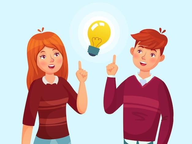 Młodzi ludzie mają pomysł. uczeń para ma rozwiązanie, nastolatków pomysłów żarówki lampową metaforę i nastoletnią kreskówki ilustrację Premium Wektorów