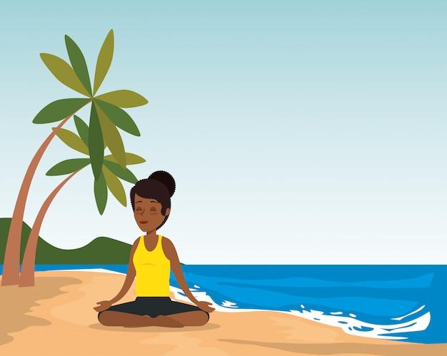 Murzynka ćwiczy joga na plaży Darmowych Wektorów