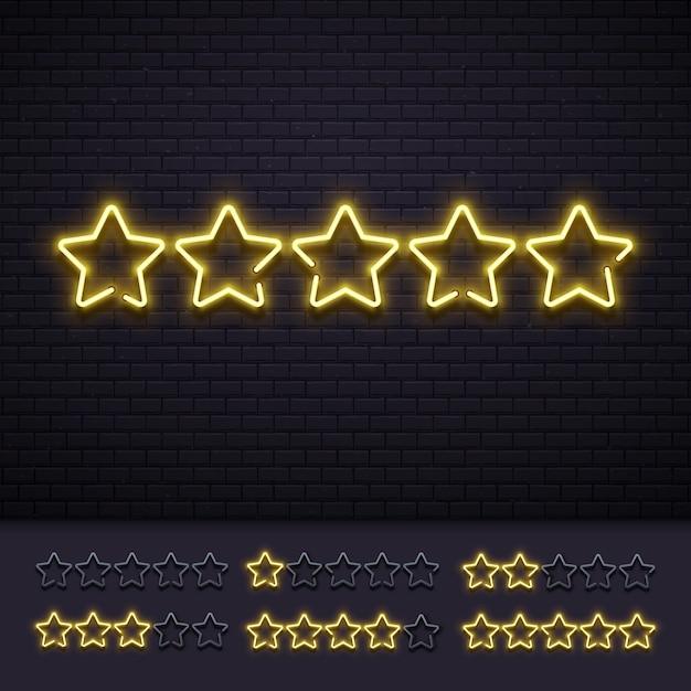 Neon pięć gwiazdek. złote oświetlone gwiazdowe neony lampy na ściana z cegieł. złota lekka luksusowa ocena znaka wektoru ilustracja Premium Wektorów
