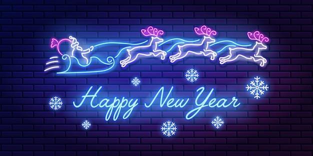 Neonowy Napis Szczęśliwego Nowego Roku Z Zespołem świętego Mikołaja I Reniferów Oraz Płatki śniegu Na ścianie Z Cegły Premium Wektorów