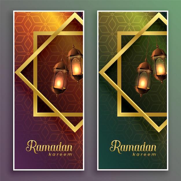 Niesamowite banery ramadan kareem z wiszącymi lampami Darmowych Wektorów
