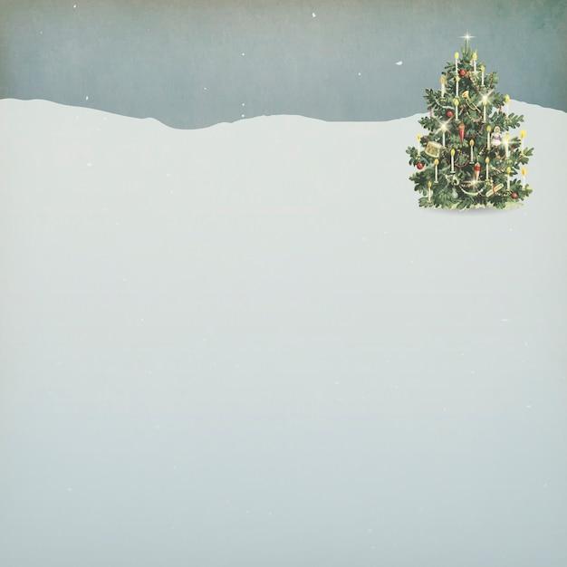 Ozdobiona Choinka Na śnieżnym Tle Ziemi Darmowych Wektorów
