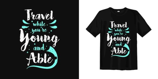 Podróżuj, Gdy Jesteś Młody I Sprawny T-shirt Premium Wektorów