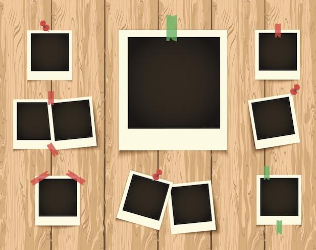 Polaroid czarne puste zdjęcie zestaw z białymi obwódkami na drewniane tła Premium Wektorów