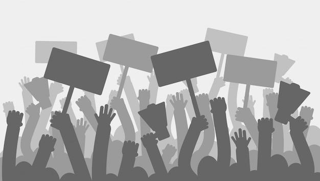 Polityczny protest z sylwetka protestującymi rękami trzyma megafon, sztandary i flaga. Premium Wektorów