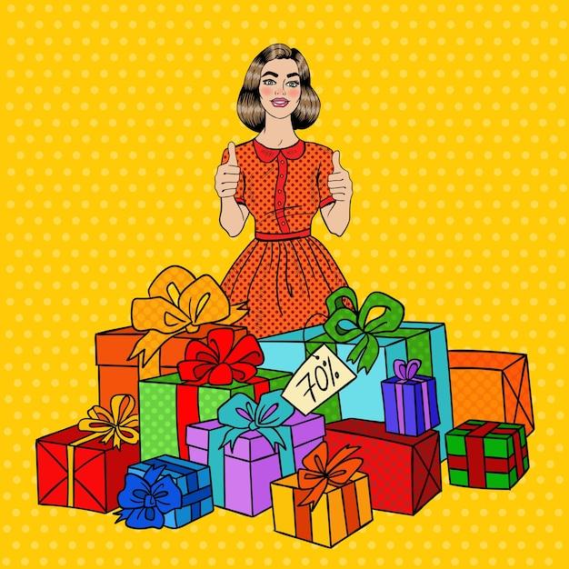Pop Art Piękna Kobieta Z Ogromnymi Pudełkami I Kciukami W Górę. Premium Wektorów