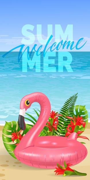 Powitalny letni baner z tropikalnymi liśćmi, czerwonymi kwiatami, różową zabawką flamingo, plażą Darmowych Wektorów