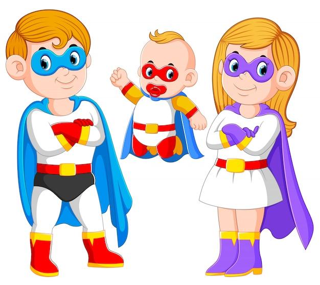 Pozowanie rodziny superbohaterów wraz z ich dzieckiem Premium Wektorów