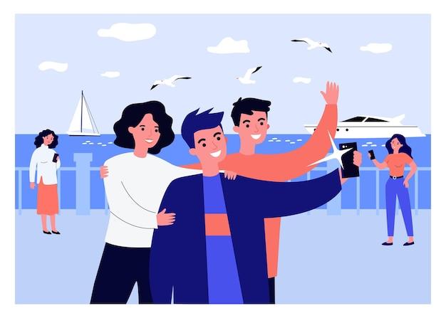 Pozytywni Przyjaciele Biorący Selfie Nad Brzegiem Morza. Smartphone, Jacht, Ilustracja Wektorowa Płaskie Mewa Premium Wektorów