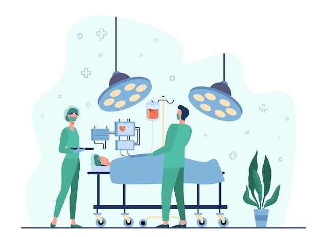 Profesjonalni Chirurdzy Otaczający Pacjenta Na Płaskiej Ilustracji Stołu Operacyjnego Darmowych Wektorów