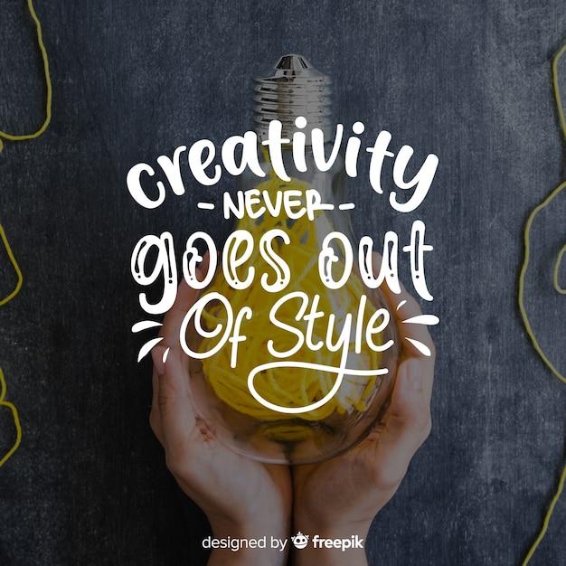 Projekt literowania z cytatem kreatywności Darmowych Wektorów