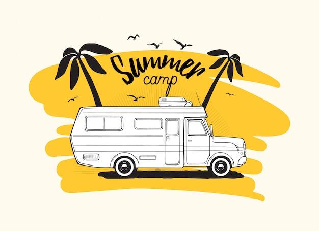 Przyczepa Kempingowa Lub Kamper Jadący Na Tle Egzotycznych Palm I Napis Summer Camp. Premium Wektorów