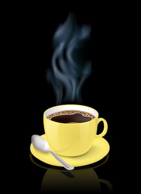 Realistyczna żółta filiżanka wypełniająca z czarną klasyczną kawą espresso na czarnym tle Darmowych Wektorów