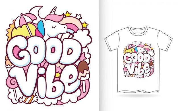 Ręcznie rysowane jednorożca z typografią doodle sztuki na koszulkę Premium Wektorów