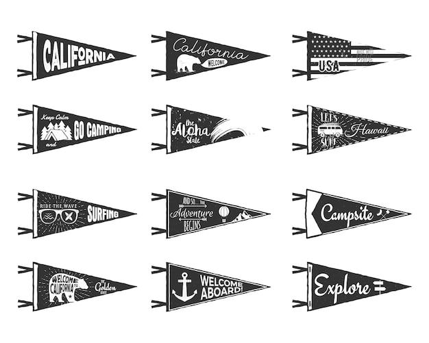 Ręcznie rysowane proporczyki i flagi ustawione. etykiety w stylu rustykalnym w stylu vintage Premium Wektorów