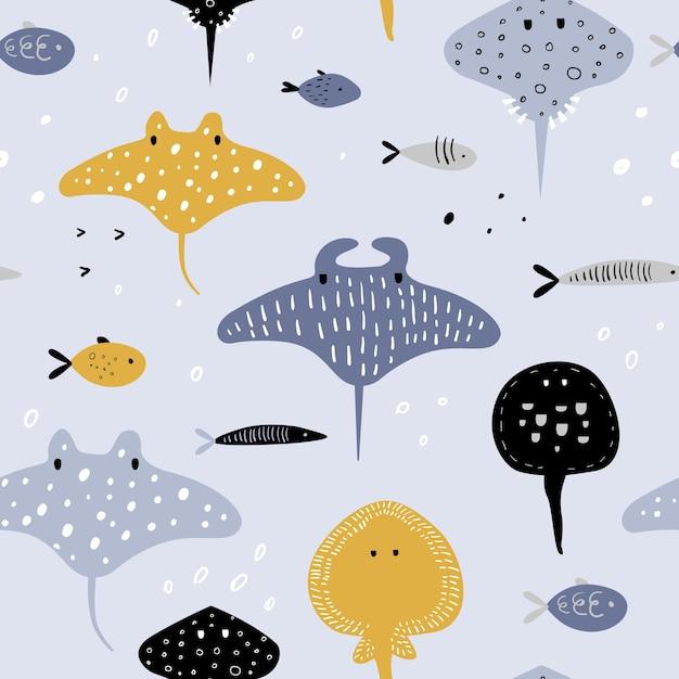 Ręcznie Rysowane Wzór Z Podwodnych Stworzeń. Kreatywne Dziecinne Tło Z Rybą I Płaszczką Do Tkanin, Tekstyliów, Tapet, Dekoracji, Wydruków. Premium Wektorów