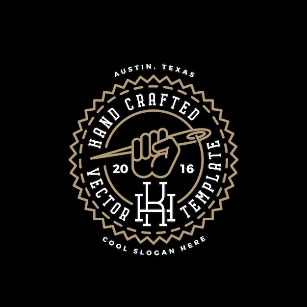 Ręcznie Wykonane Szablon Logo Retro. Pięść Z Symbolem Igły, Nici I Typografii Vintage. Premium Wektorów
