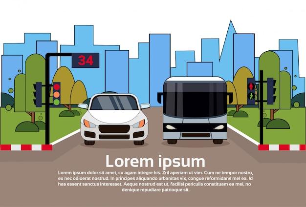 Ruch Drogowy Z Samochodu I Autobusu Nad Budynkami Miasta Premium Wektorów