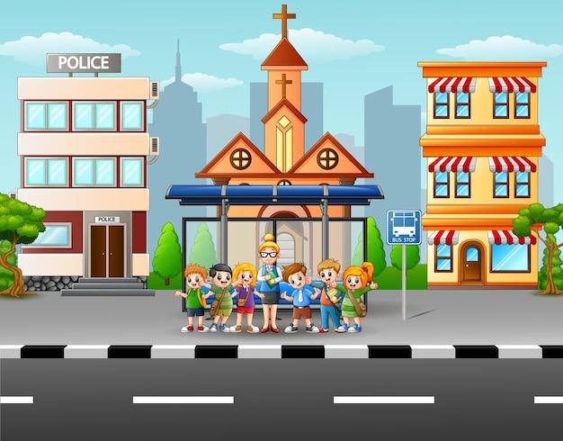 Scena Miejska Z Przystankiem Autobusowym I Budynkiem Premium Wektorów