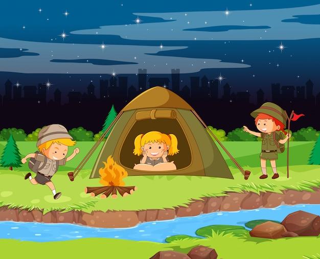 Scena Tła Projektu Z Dziećmi Na Kempingu W Nocy Darmowych Wektorów