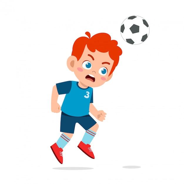 Śliczne dziecko chłopiec grać w piłkę nożną jako napastnik Premium Wektorów