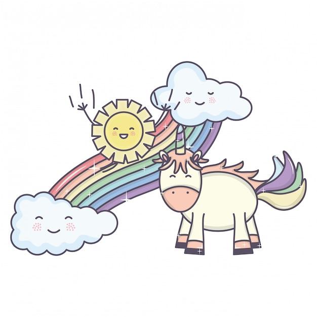 Śliczny jednorożec w tęczy z chmurami i słońcymi kawaii charakterami Darmowych Wektorów