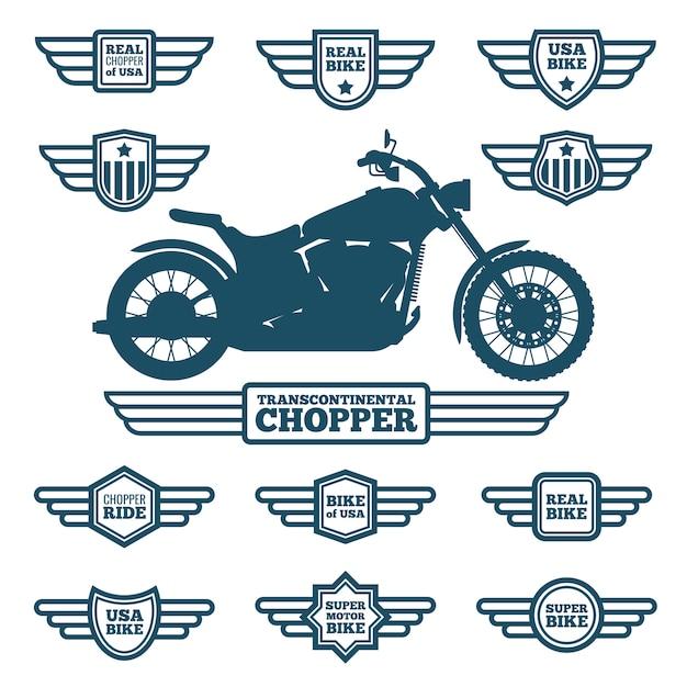 Sportowa sylwetka motocykla i etykiety skrzydeł w stylu vintage. rowerzyści jeździć retro skrzydlaty logo wektor zestaw Premium Wektorów