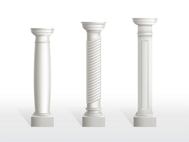 Starożytne kolumny ustawione na białym tle. antyczne klasyczne kamienne ozdobne filary architektury rzymskiej lub greckiej do wnętrz lub elewacji. elementy zabytkowe stolarki realistyczne 3d ilustracji wektorowych Darmowych Wektorów