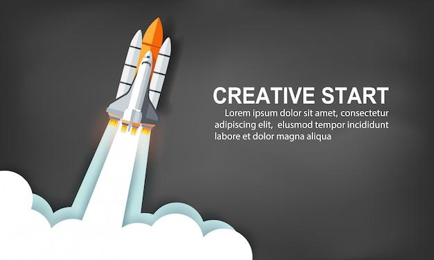 Start Promu Kosmicznego Do Nieba Na Tle Tablicy. Kreatywny Pomysł. Ilustracji Wektorowych Premium Wektorów