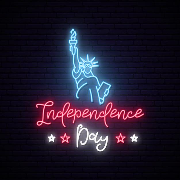 Statua wolności na neon 4 lipca. Premium Wektorów
